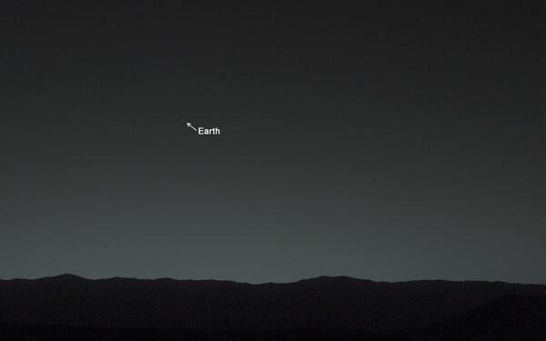 火星探査機ローバーから見た地球