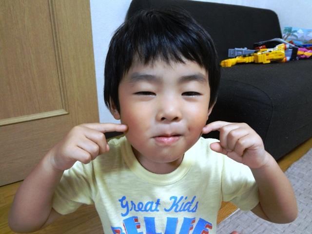 チョコビを食べてニシシシシ