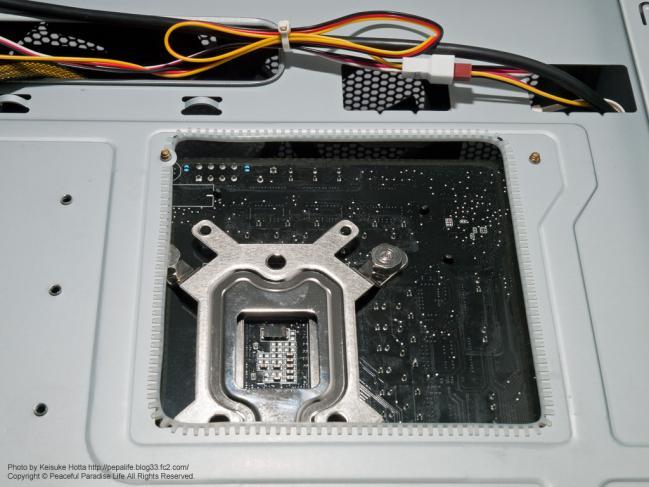自作PCの配線、CPUの裏側