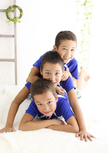3人兄弟 記念撮影