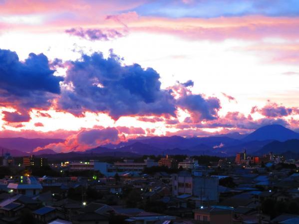 極彩色の空に男体山