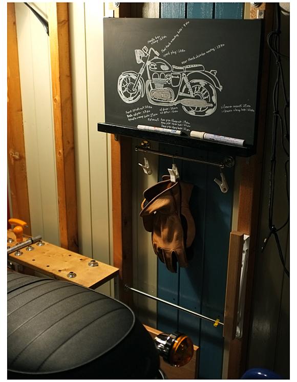 ガレージでお絵描き。
