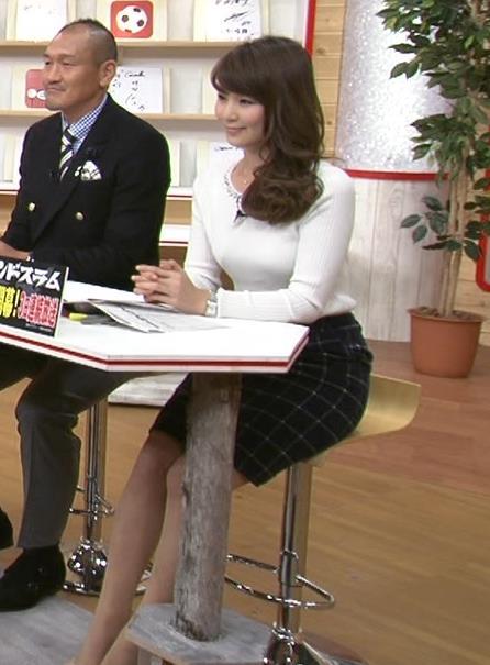 秋元玲奈 巨乳はタイトなニットを着るキャプ画像(エロ・アイコラ画像)