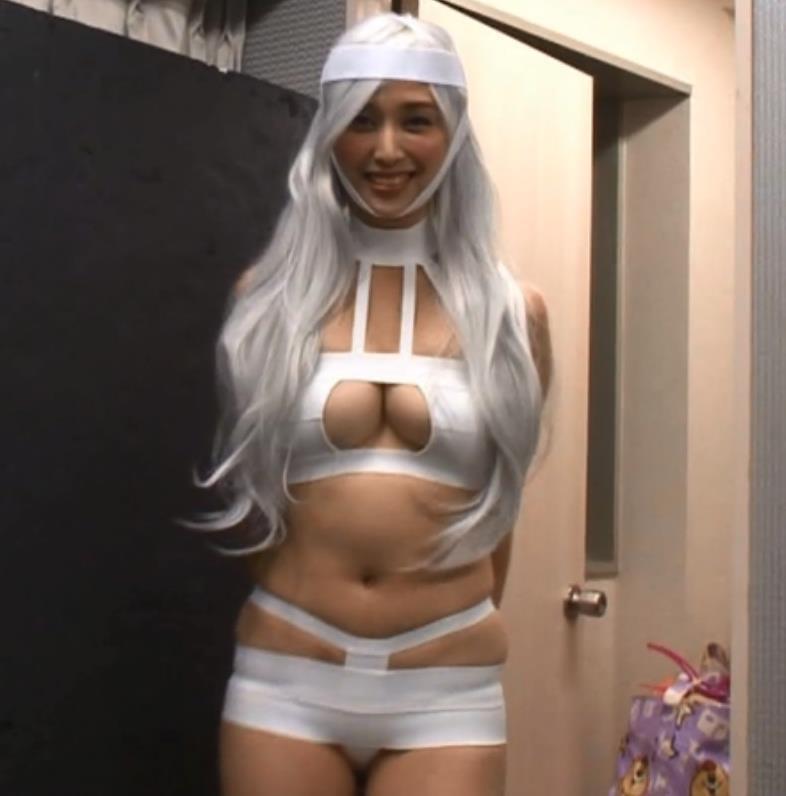 橋本マナミ 変なコスプレで股間がすごいことにキャプ画像(エロ・アイコラ画像)