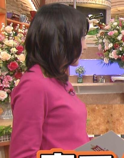 竹内由恵 横乳 (ピンクの長袖)