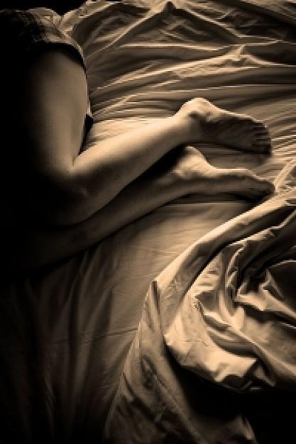 フリー画像・乱れたベッド