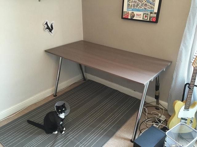 IKEA_LACK_Desk_02.jpg