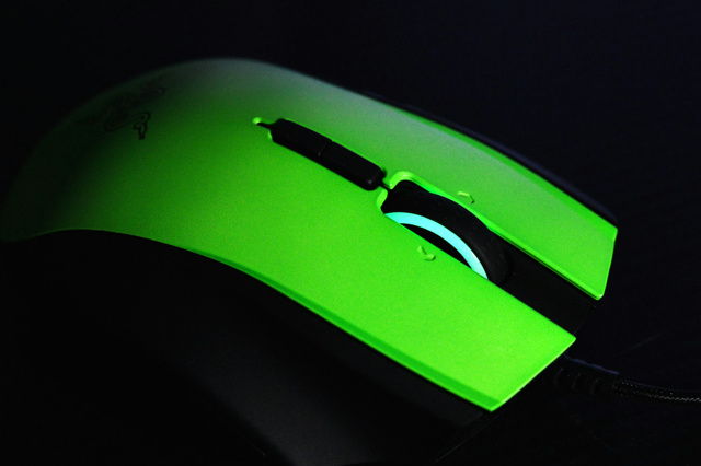 Razer_Naga_LimitedRazerGreenEdition_06.jpg
