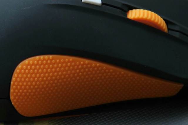 SteelSeries_Rival_Fnatic_Edition_05.jpg