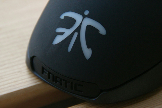 SteelSeries_Rival_Fnatic_Edition_06.jpg