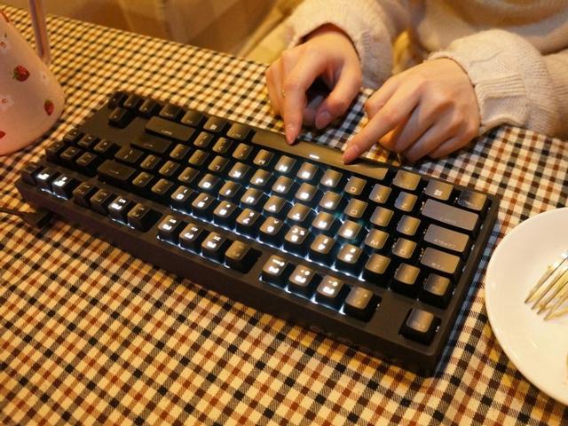 Tenkeyless_GamingKeyboard_02.jpg
